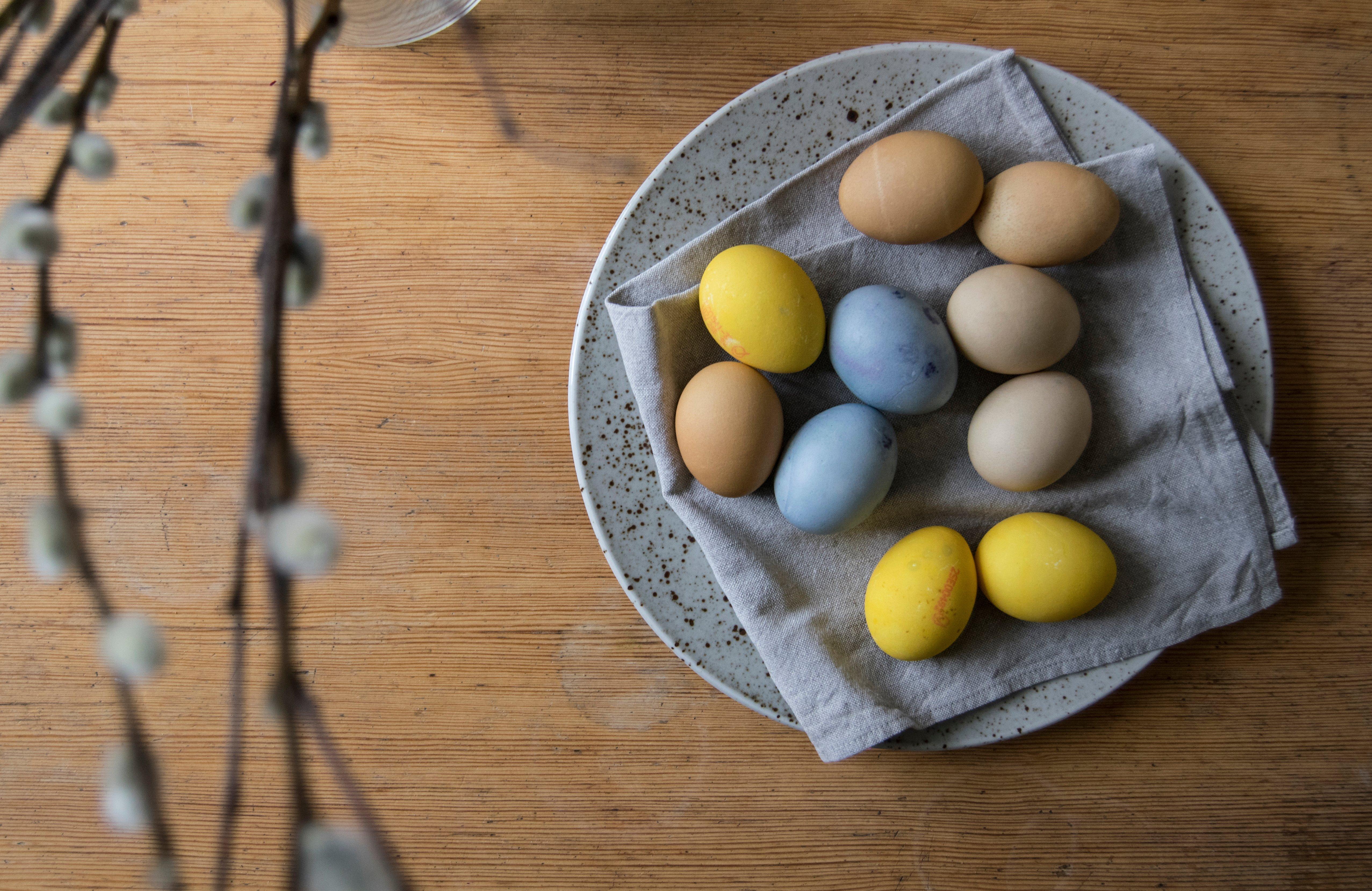 färga ägg naturligt till påsk
