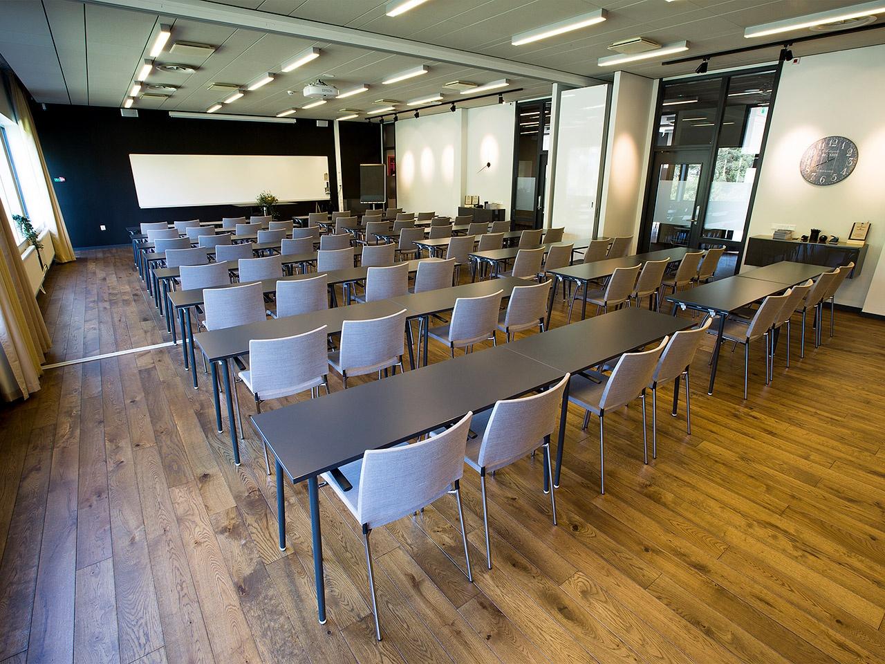 konferenslokal_sittning_skol_parisnice